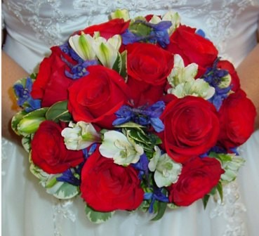 Inspired by red white and blue weddingswithinsight for Red white blue flower arrangements